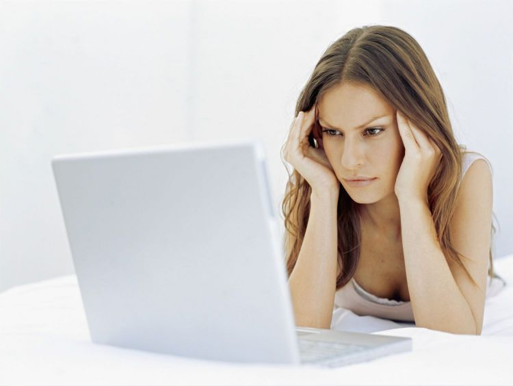 frustrated-woman-computer-main