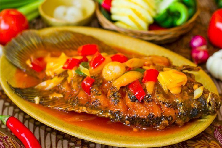 Jangan lupa makan ikan di Bira rasa lezat harga mantap