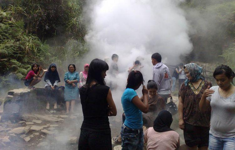 Mandi uap di Kamojang