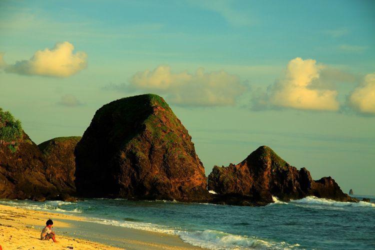 Menyegarkan pikiran di pantai seger