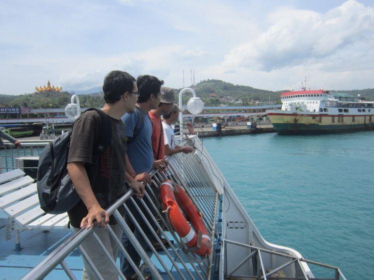 Kapal mulai bergerak dari Pelabuhan Merak