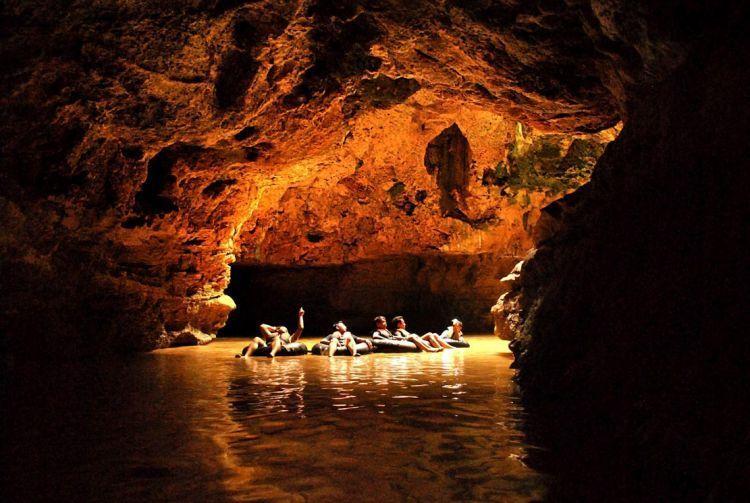 Cave tubing di Kalisuci