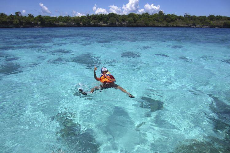 Sudah pernah snorkeling di tempat sekeren ini?