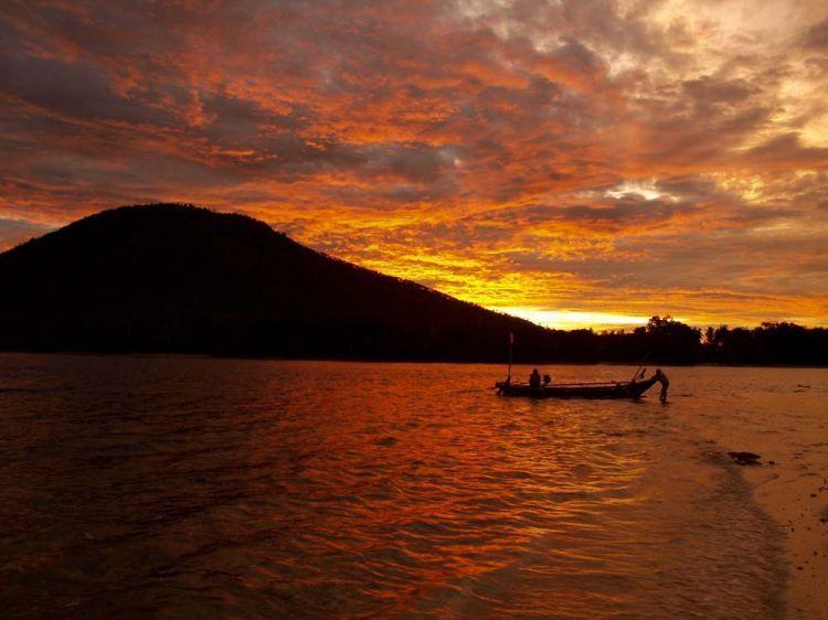 Sunset pulau Umang yang romantis