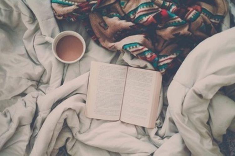 baca buku sesaat sebelum tidur