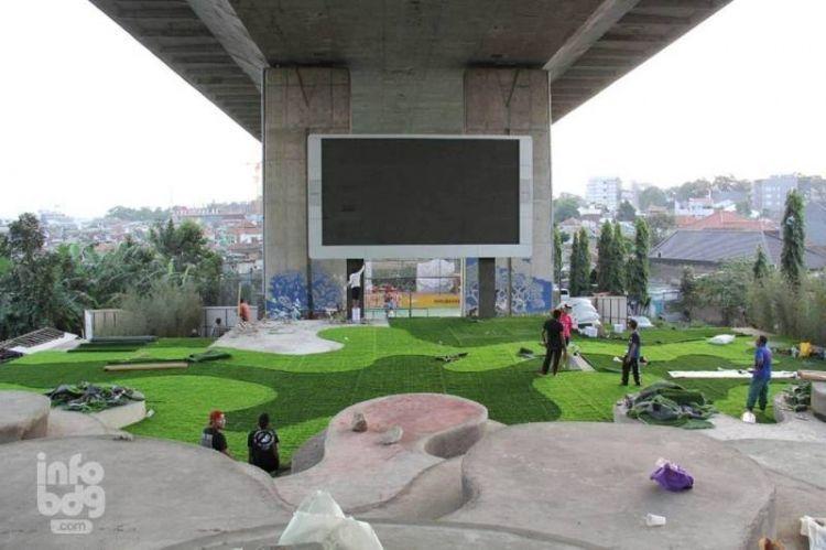Taman Film di bawah flyover Pasupati
