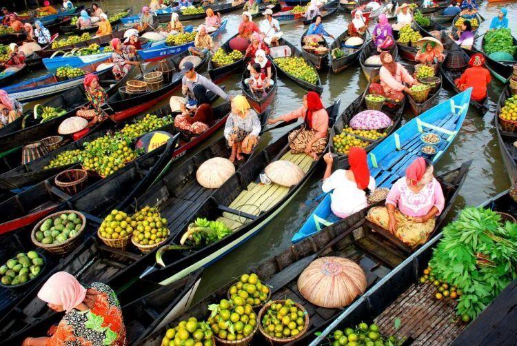 Pasar terapung Muara Kuin.