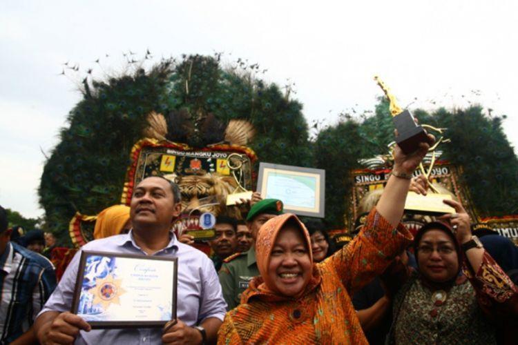 Surabaya memenagnkan berbagai macam penghargaan bergengsi