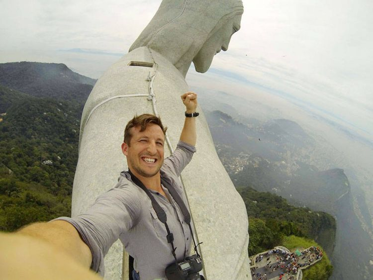 Bikin foto selfie yang epik kayak gini.