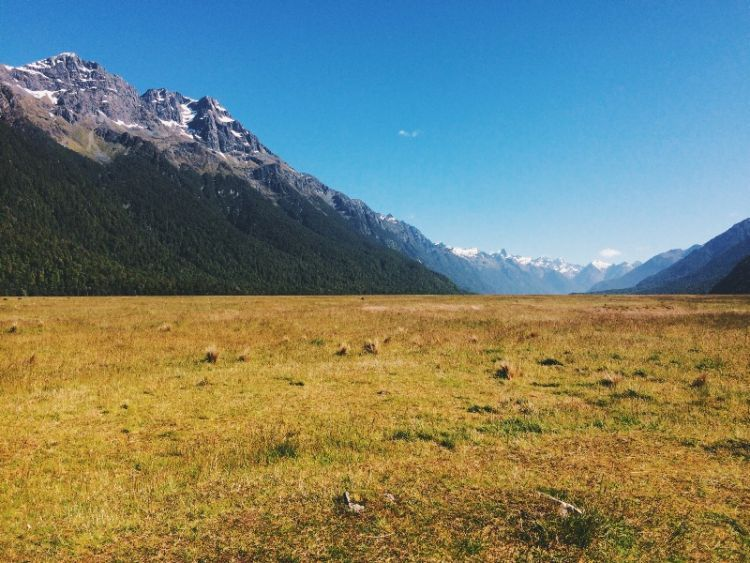Jajaran Pegunungan Alpen Selatan di Fiordland via Azarine Kyla Arinta.
