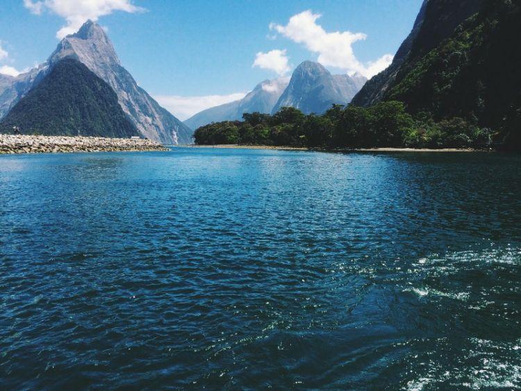 Milford Sound, Selandia Baru via Azarine Kyla Arinta.