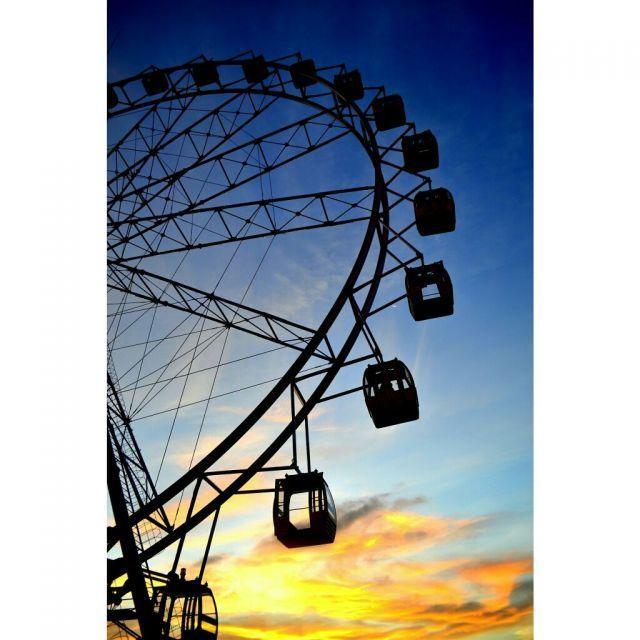 Ferris wheel Sindu Kusuma Edupark berlatar senja