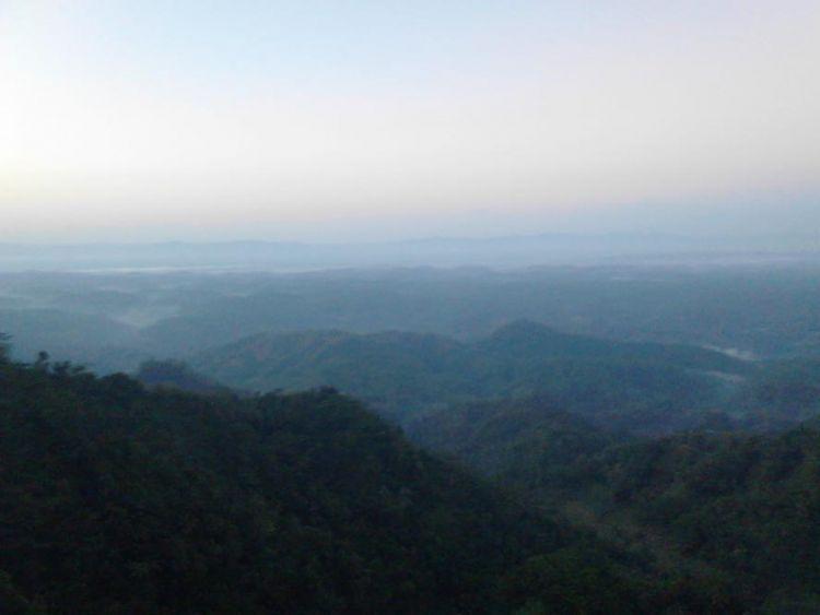 Pemandangan dari Watu Geong