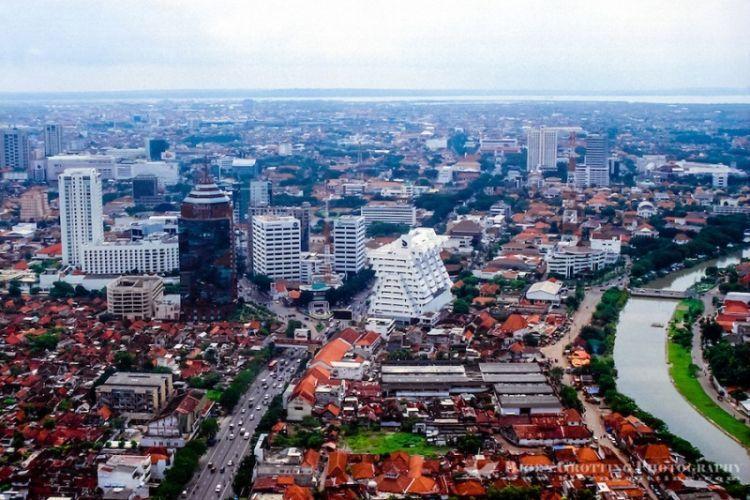 Masih kurang gede apa lagi coba Surabaya?