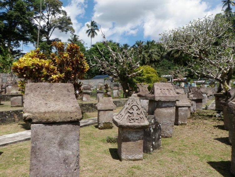 Taman purbakala waruga di Sawangan.