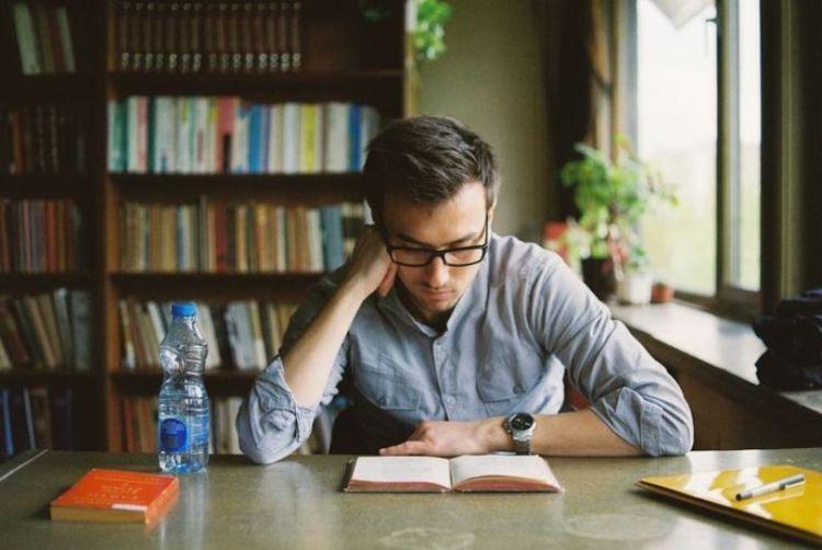 kamu punya banyak waktu untuk membaca