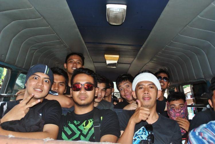 Dari Probolinggo perjalanan ke Cemoro Lawang dllanjutkan dengan menumpang byson