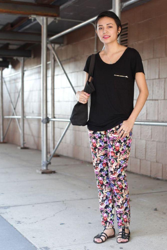 Kaos polos + printed pants = perfect match