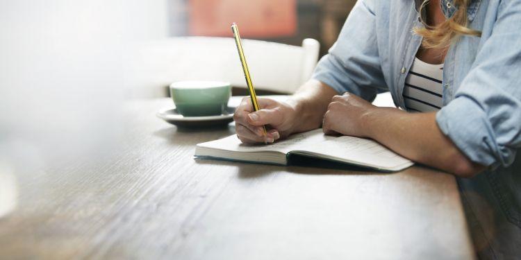 konsisten dalam menulis