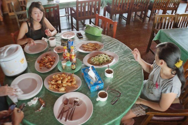Makanan murah di Derawan yang cukup bertebaran