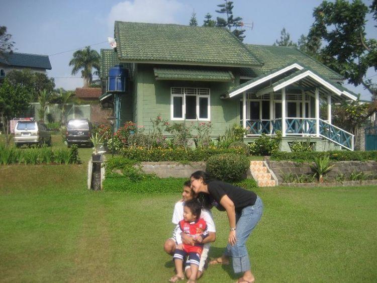 rumah adalah tempat kumpul dengan keluarga