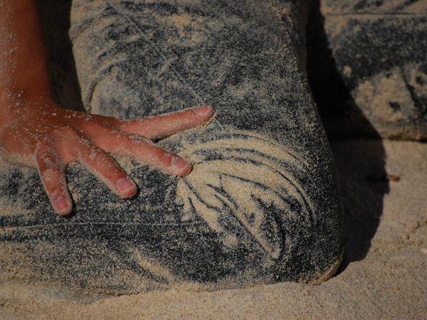 Seawash, cuci jeans pakai pasir pantai