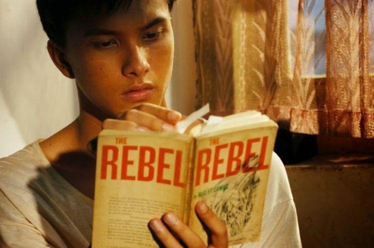 Belajar tentang perkembangan sastra dalam maupun luar negeri
