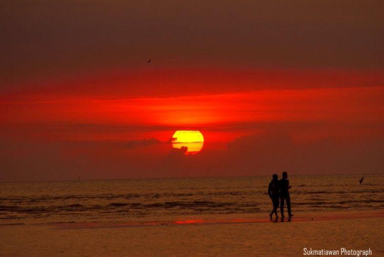 Sunrise di Pantai Kejawanan