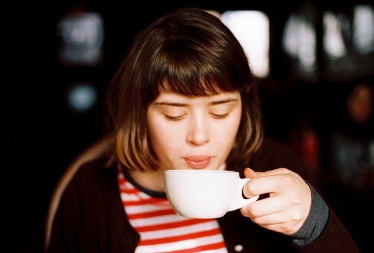 Yang paling baik adalah minum kopi!