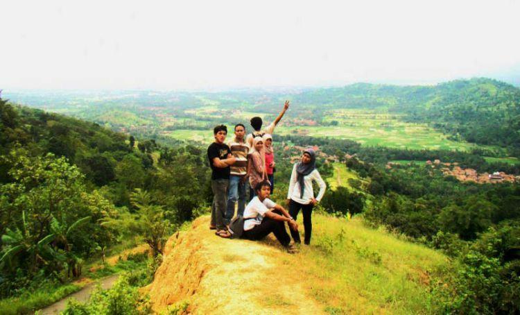 Pemandangan daru Gunung Batu Lawang