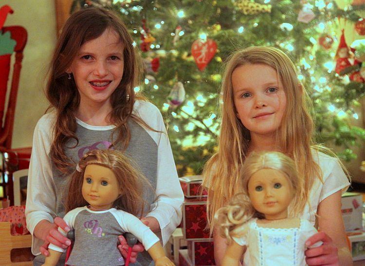 Masih main boneka itu tandanya mereka punya sifat keibuan