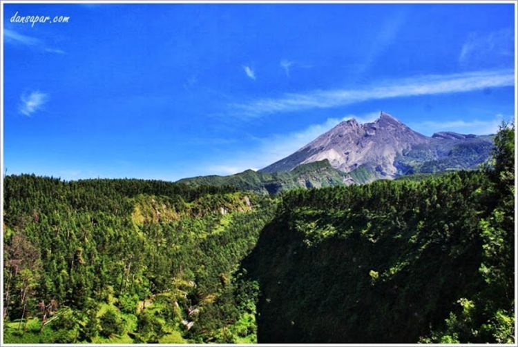 Pemandangan Taman Nasional Gunung Merapi dari Deles Indah
