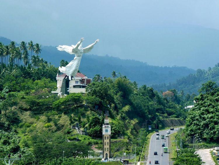 Patung Yesus di Manado