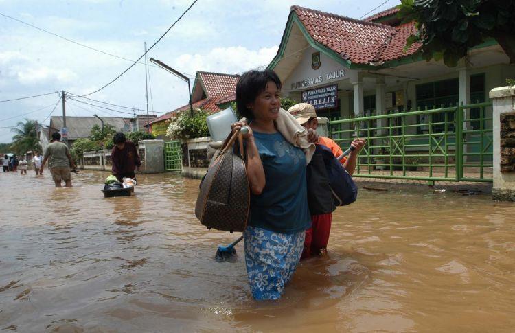 rumah eyke banjir bos