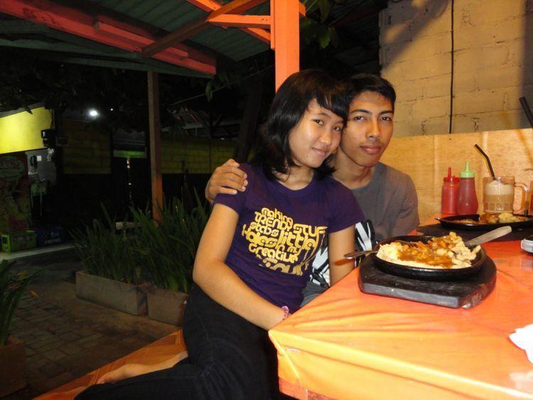 makan berdua diluar