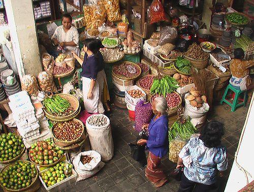 Pasar tradisional yang kini mulai sepi