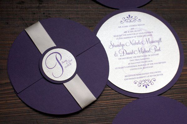 Kartu undangan berbentuk CD