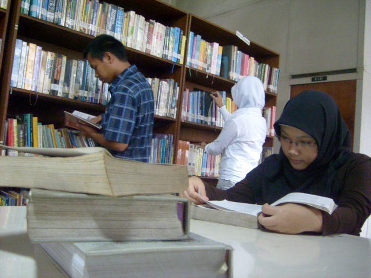 Mahasiswa Teladan yang sering ke perpus