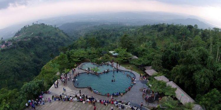 Berenang dengan pemandangan yang menakjubkan