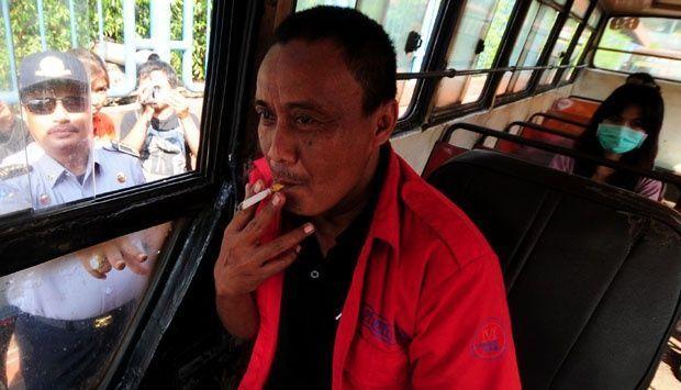 penumpang: mas, rokokmu membunuhku