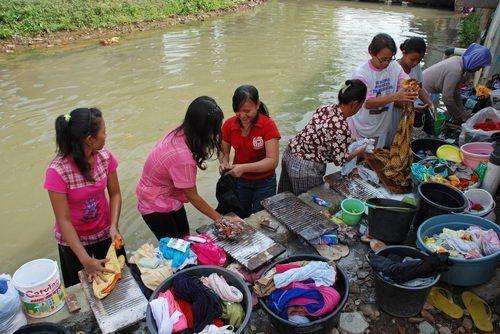 Demi solidaritas, mari mencuci bersama