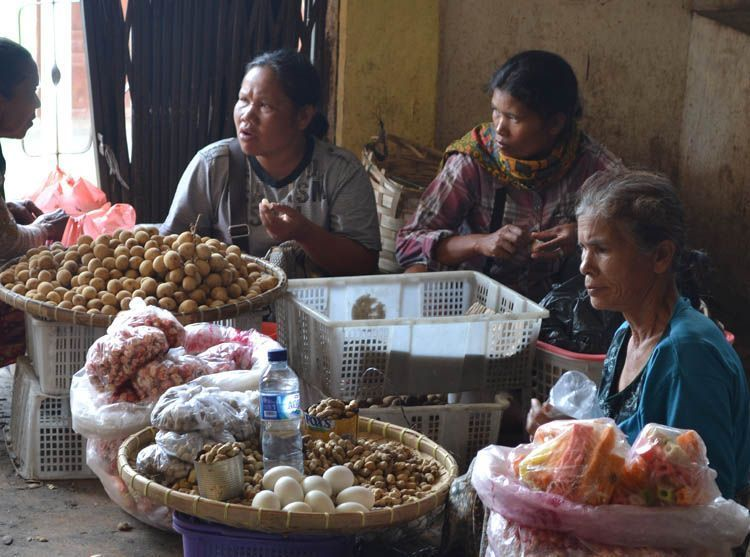Penjual kacang di pesta