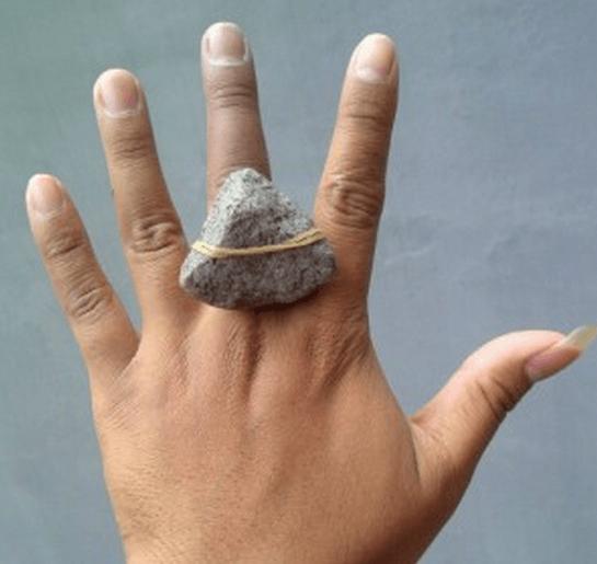 Berlian itu yang bentuknya gini bukan ya?