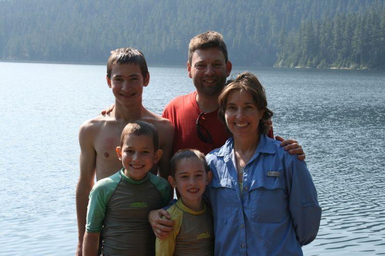 Ada keluarga yang juga harus kamu bahagiakan