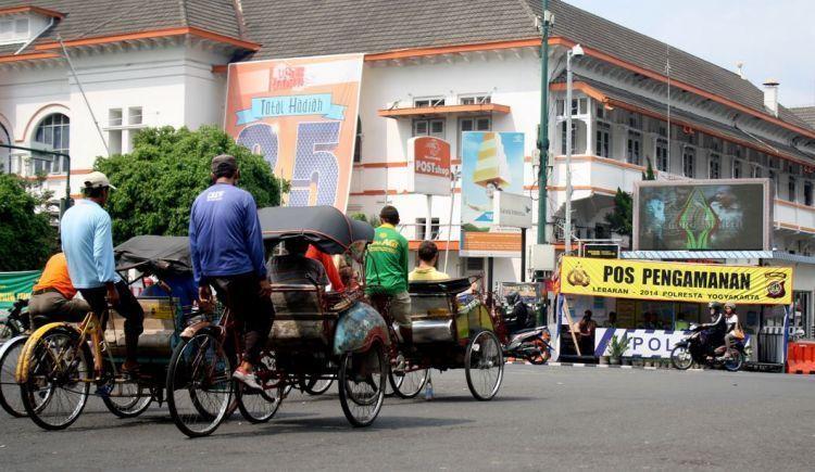 Becak, satu-satunya kendaraan umum yang jumlahnya banyak