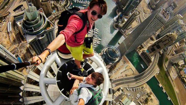 Selfie diatas pencakar langit