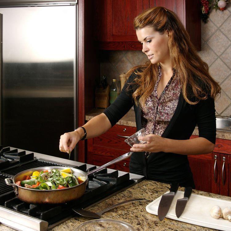 Jika pandai memasak, bukalah hari dengan membuat sarapan atau bekal