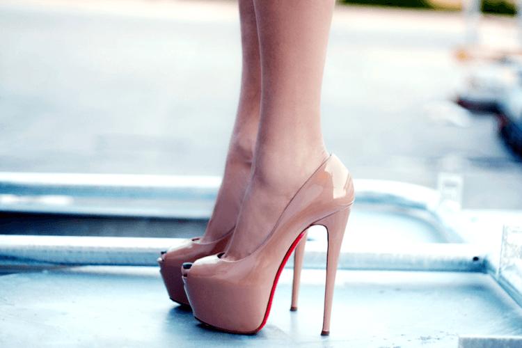 Warna kulit membuat kesan kaki lebih panjang