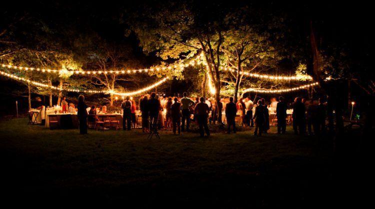 Pesta pernikahan saat malam