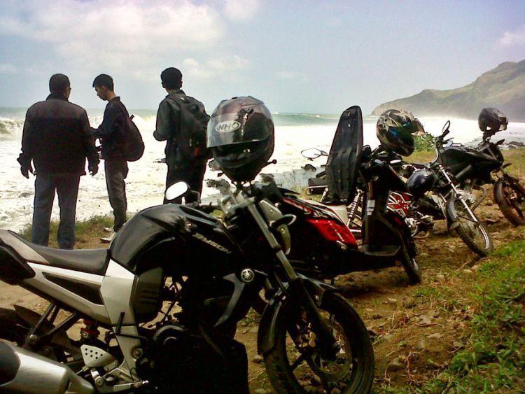 Touring ke Pantai Menganti